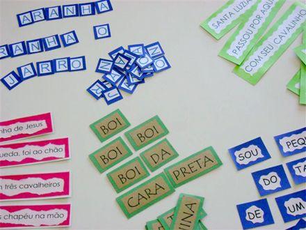 Aprenda a fazer um jogo com trava línguas e parlendas para ajudar na alfabetização de seus alunos. O jogo é muito fácil de fazer, tem várias parlendas e trava línguas para imprimir. Esta é uma sugestão para você criar material de apoio para sua sala de maneira bem fácil: usando cantigas, ditados populares, trava línguas, …