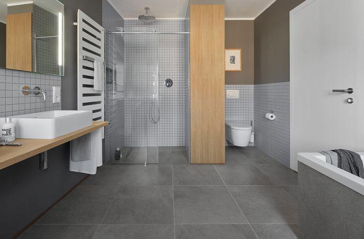 Privathaus Bonn, Agrob Buchtal Fliese Trias, zinkgrau, 60x60 / Mosaik Serie Plural, lichtgrau, 5x5