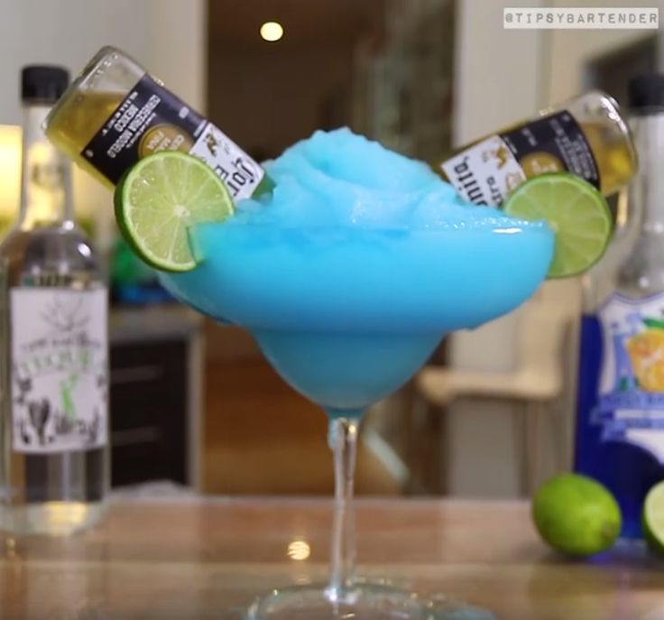 Blue Bulldog Margarita - For more delicious recipes and drinks, visit us here: www.tipsybartender.com