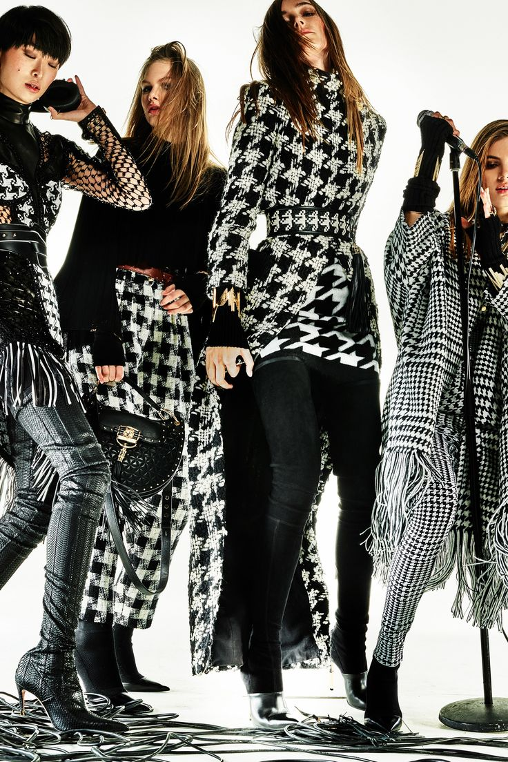 See the complete Balmain Pre-Fall 2017 collection.