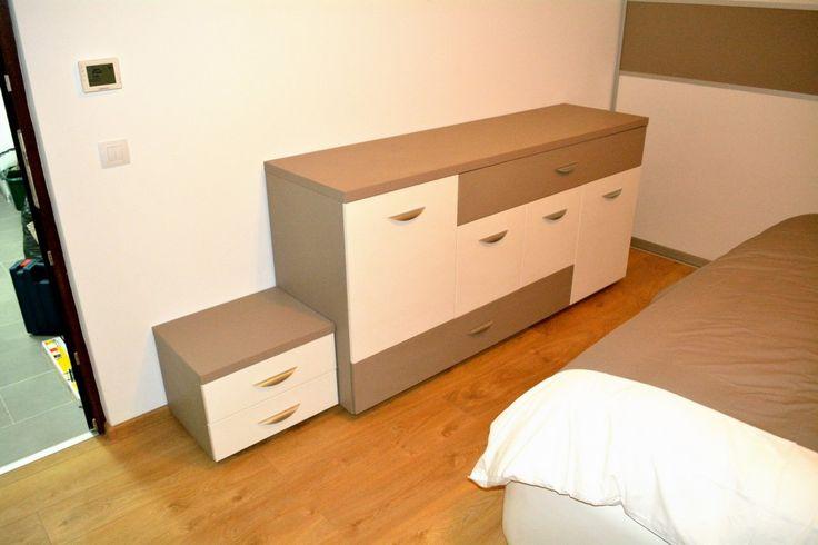 Mobilier dormitor Comoda cu sertare silentioase Pal U727ST22 si W1000ST22 cu manere tip scoica