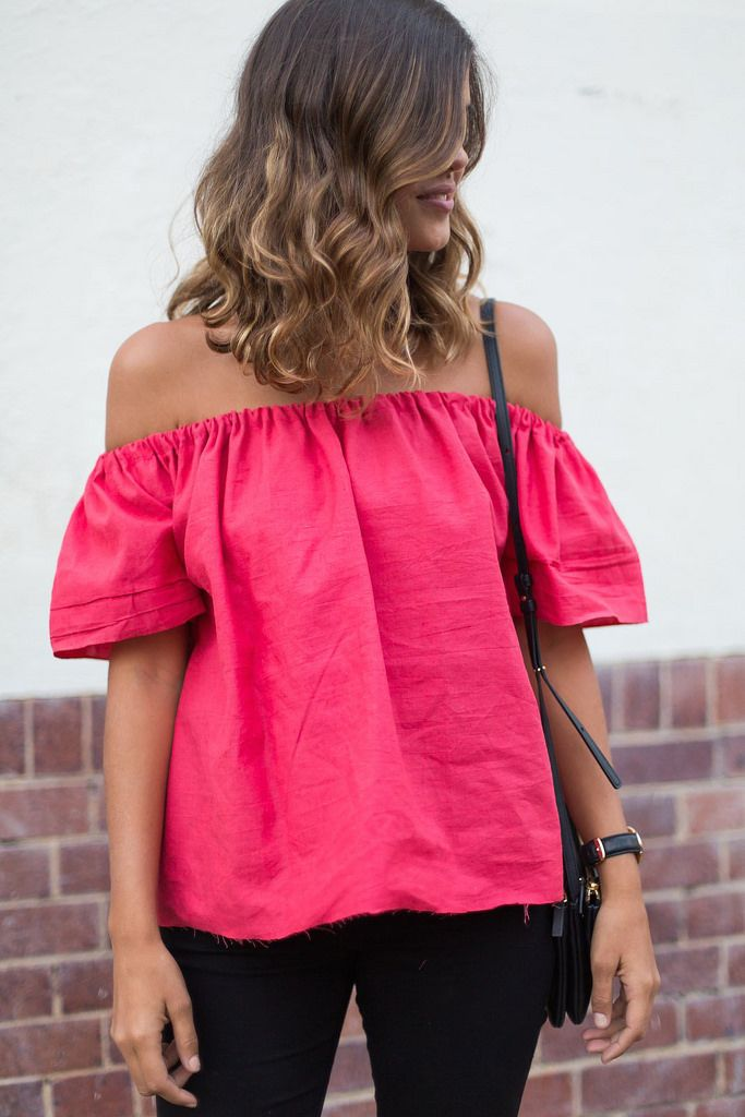 DIY off the shoulder top)...reépinglé par Maurie Daboux.•*´♥*•❥ڿڰۣ—