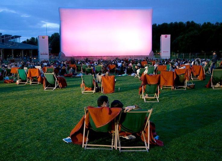 Le festival du cinéma en plein air de la Villette.