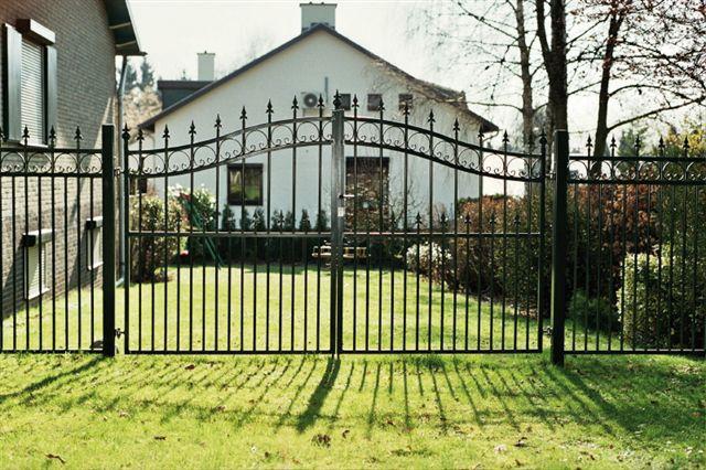 Habistad Poorten zijn een manier om een goede toegangscontrole te houden op uw terrein. Wanneer u uw terrein heeft afgesloten met bijvoorbeeld hekwerk om andere omheining, dan is de poort de enige manier om toegang te verkrijgen tot het afgebakende gebied. Poorten fungeren dan ook vaak als beveiligingsoplossing. #poorten