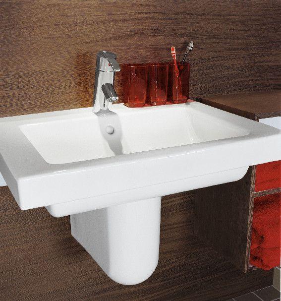 Tvättställ (>50 cm bredd) från Artic-serien. Design med raka linjer och räta vinklar.