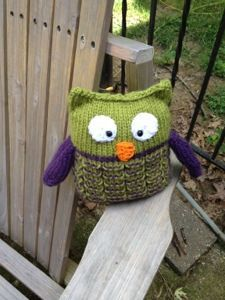 Loom knit owl - link has other patterns as well, including hexagonal geopuffs