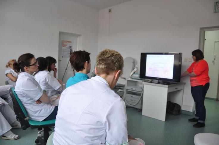 Hania Suchecka podczas wykładu w szkole na Podwalu. #satin #kursy #podologia