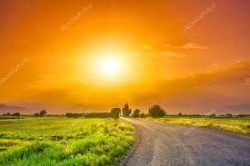 Risultati immagini per tramonto arancio prato verde