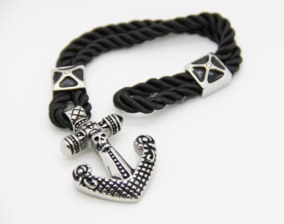 bracelet  skull et ancre marine sur cordon par madewithloveinaiaciu