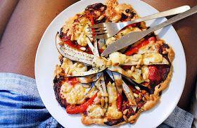 Gewoon wat een studentje 's avonds eet: Vega: Zelfgemaakte pizza met aubergine, paprika, gorgonzola, pijnboompitten en tomatenpuree