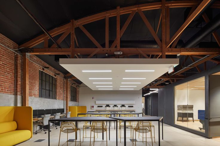 Completed in 2016 in Pasadena, United States. Images by Benny Chan Fotoworks. . The idea for the Design Lab began when Supplyframe, a premier tech company in Pasadena, acquired Hackaday, an incredibly popular website with an...