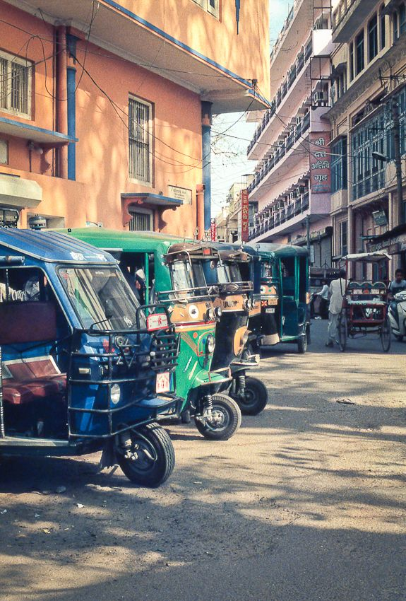 Rickshaws in Haridwar India | photography by http://www.fionacaroline.com/