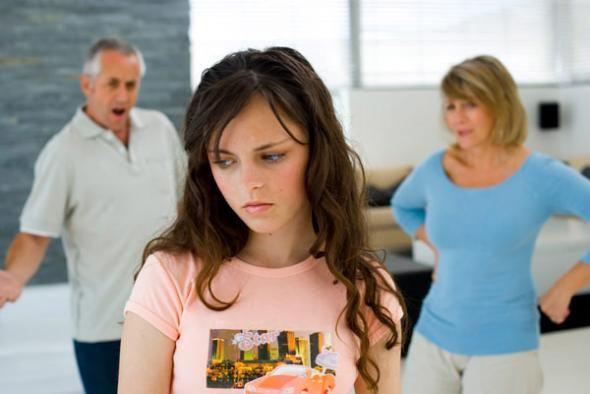 Αντιμετωπίζοντας την εφηβική «αυθάδεια» - HappyParenting.gr