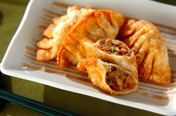 オクラと納豆、かつお節を餃子の皮で包んで、油で揚げました。オクラのヌメリが身体に良い一品です。オクラ納豆揚げ餃子[和食/揚げもの]2011.07.18公開のレシピです。