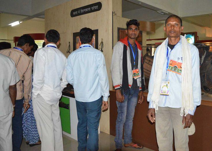 छत्तीसगढ़ साइंस सेंटर में बीजापुर जिले के सहकारी समिति से आए सदस्यों ने विभिन्न प्रयोगों का अवलोकन किया. यहाँ शंकु का उर्ध्वगमन, अनंत कुआं, बस्तर की जनजातीय जीवनशैली एवं अन्य प्रयोग देखे. विज्ञान केंद्र में भ्रमण कर प्रतिनिधियों के ज्ञान में वृध्दि हुई.
