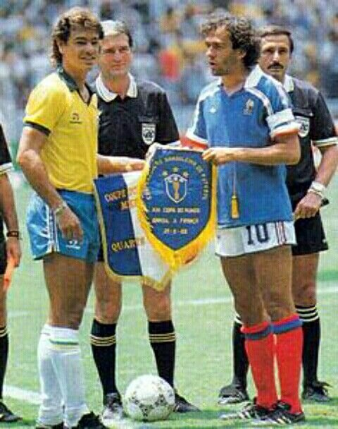 France 1 Brazil 1 (4-3 p) in 1986 in Guadalajara. The captains, Edinho and Michel Platini, meet before the World Cup Quarter Final.