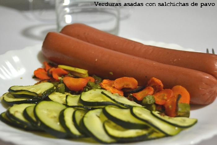 Dieta. Cena Verduras asadas con salchichas de pavo