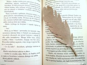 Śliczna zakładka do książki w kształcie pióra - instrukcja już dostępna na blogu :)   #zakładka #zakładkadoksiążki #pióro #piórko #diy #zróbtosam #hanmdade #tutorial #poradnik #jakzrobić #howto #craft #crafts #bookmark #feather