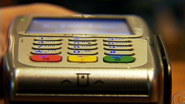 Nova norma permite pagar fatura do cartão com câmbio do dia da compra - http://anoticiadodia.com/nova-norma-permite-pagar-fatura-do-cartao-com-cambio-do-dia-da-compra/