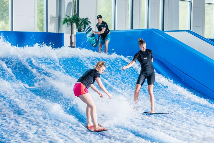 Sirius Sport has two flowrider doubles at the facility. Sirius Sportissa on kaksi flowrider double -allasta.