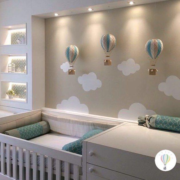 Nossos balões Kiko em cores personalizadas e adesivos de nuvem Bob fizeram toda a diferença nesse quartinho lindo . Projeto @melimmoritzarquitetura #decoraçãoinfantil #decoraçãocriativa #balãokiko #balão #detalhes #quartodebebê #ideiasfofas #ideiascoloridas #ideiasdemamãe