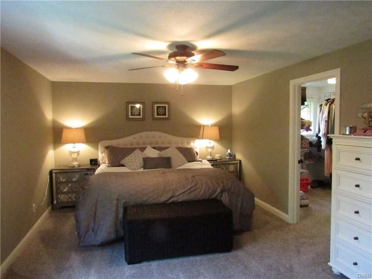 Best 25 tri level remodel ideas on pinterest tri split for Split master bedroom