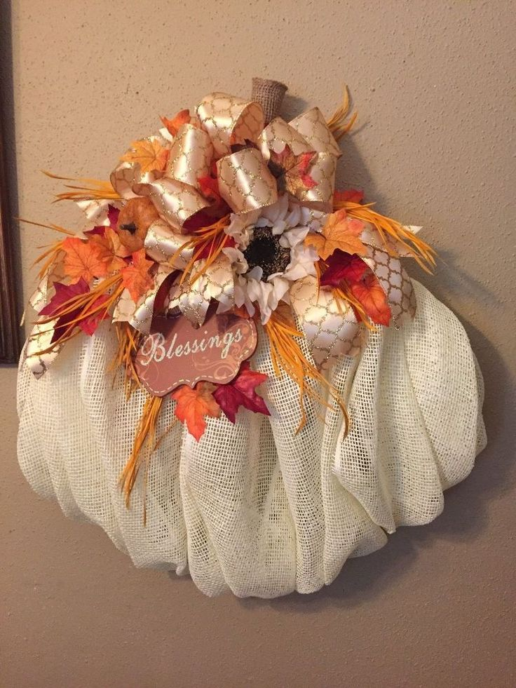 Make a Chic Pumpkin Wreath from Mesh http://www.hometalk.com/22166947/pumpkin-wreath?se=fol_new-20160925-1&date=20160925&slg=995ab8e1a4e08a4aa36acdcac4be89c3-1110481