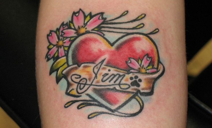 Tatuajes clásicos: corazones con nombres - http://www.tatuantes.com/tatuajes-clasicos-corazones-con-nombres/ #tattoo