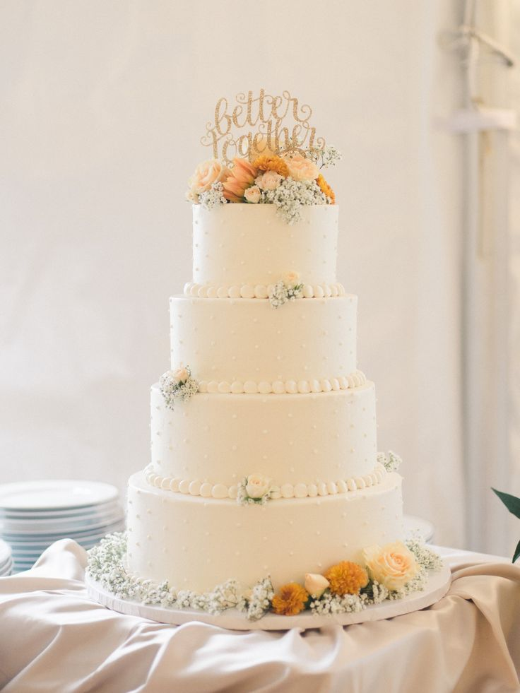 Krista A. Jones Photography #weddingcake #sugarbakerscakes