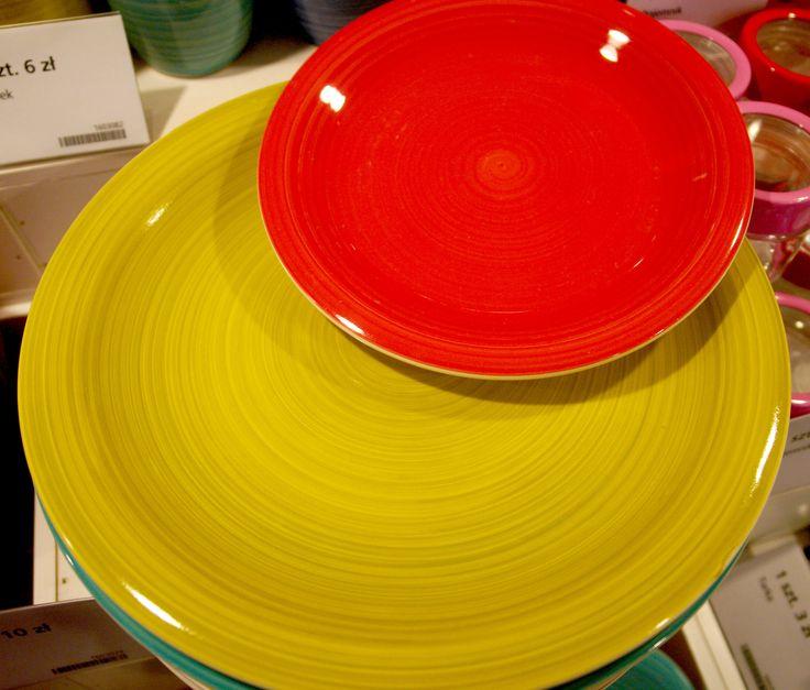 Nowe kolory. Talerze i talerzyki #talerz #talerzyk #talerze #talerzyki #plate #colorplate #plates #ceramika #ceramics #colorful #kitchen #kuchnia #dishes #naczynia #naczynie