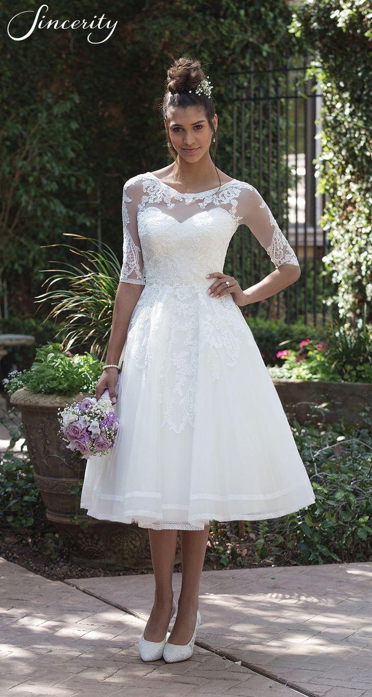 Style 4000: Mit diesem teelangen Kleid wird klassische Romantik kreiert. Bestick…