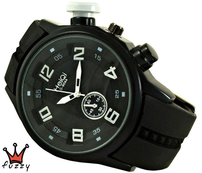 Ανδρικό σπορ ρολόι σε μαύρο χρώμα με καντράν σε λευκό/μαύρο. Μαύρο λουράκι σιλικόνης. Καντράν 44 mm.