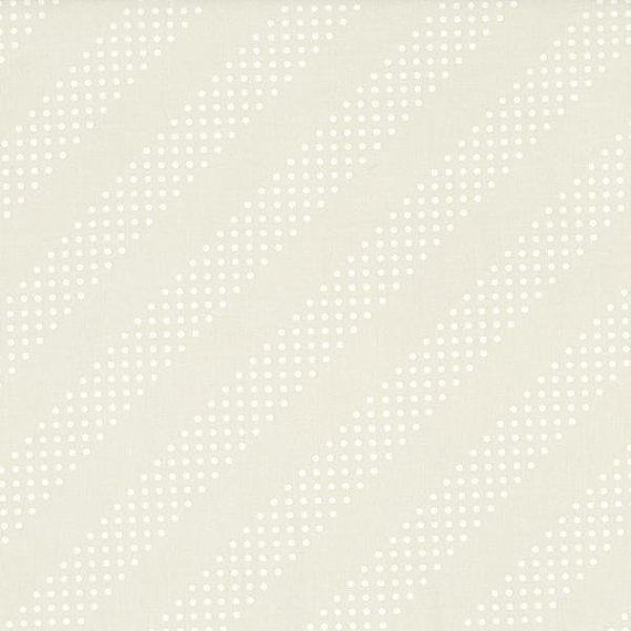 Grundlagen: Eine Sammlung von Stoffen, die die Baumwolle + Stahl Stoffmalstifte perfekt ergänzen.  Diagonale Streifen von weißem Sand auf einer