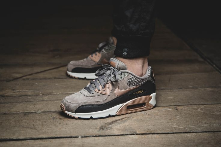 ***RELEASE REMINDER*** Girls, the Nike Air Max 90 Leather will be available at our shop tomorrow! Release: 16.10.2015 | 9:00h AM CET | EU 36 - 42 | 145,-€