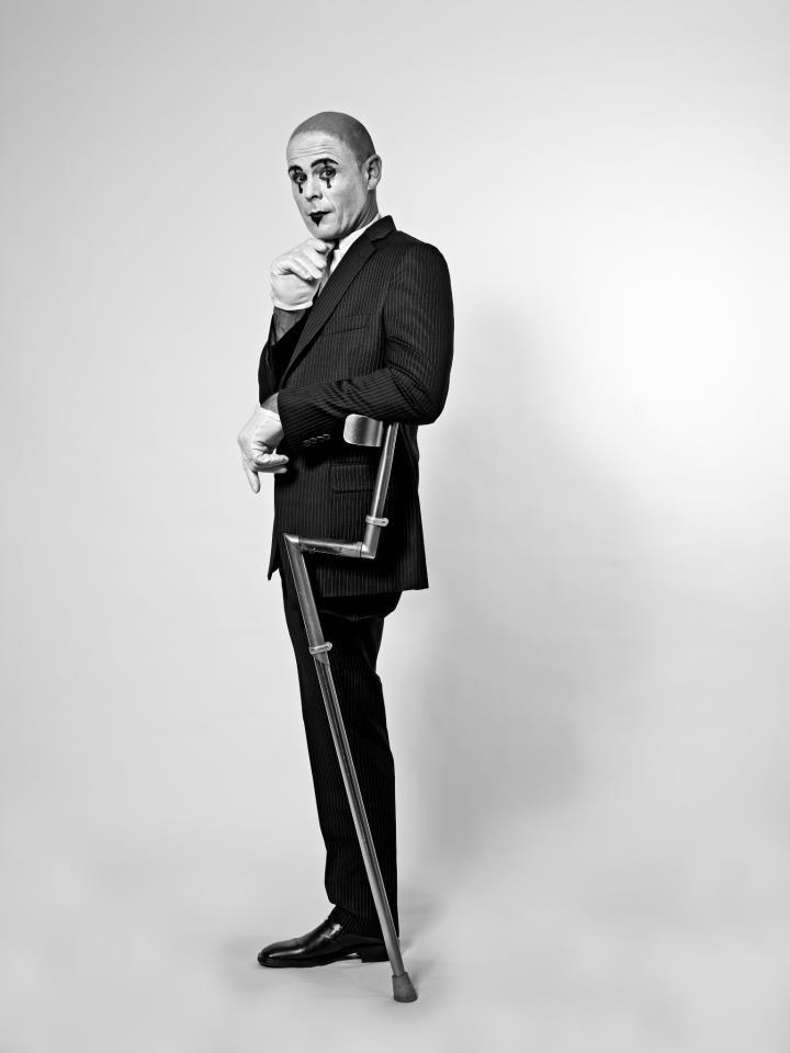TOMPOMA E' UN OGGETTO ALLA MODA DALLE BELLISSIME FINITURE.-the best crutch ever built. www.tompoma.com