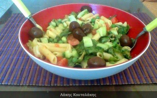 Συνταγές! Λάκης Κουταλάκης: Σαλάτα με πένες και γλυκόξινη σοσ