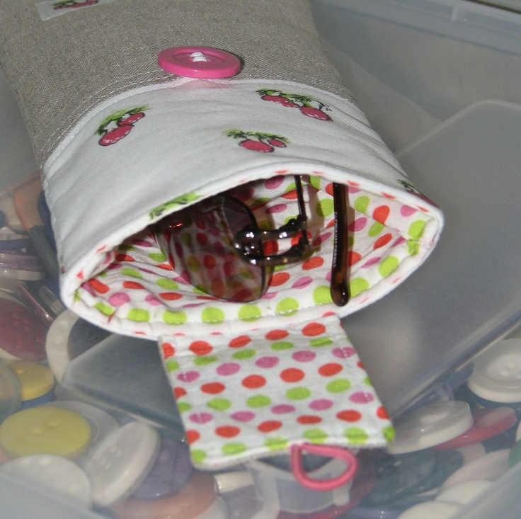 Sew Fantastic: Tutorial :: Summer Sunglasses Case. This might work well as a diaper case.