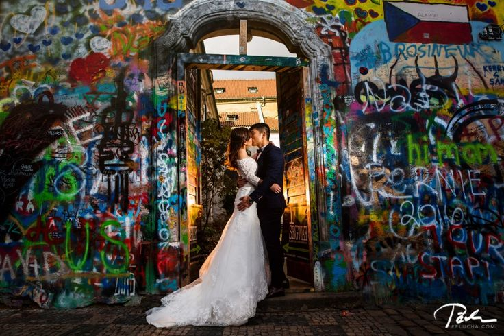 #Prewedding photo shoot in #Prague | wedding photographer pelucha