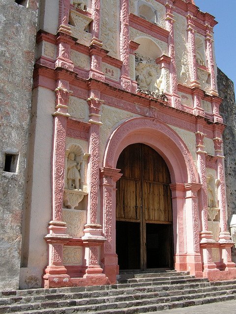 Chapel built in the northwest corner of the Cathedral complex.  Cuernavaca, MEXICO   (by Peter Musolino, via Flickr)