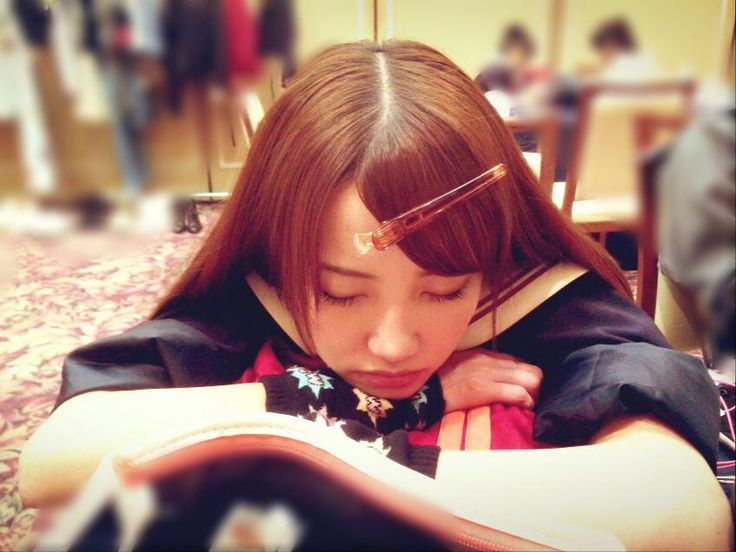 れなちゃんが目の前で寝てるよ❤️ http://7gogo.jp/tano-yuka/1754 天使の寝顔 #加藤玲奈 #akb48