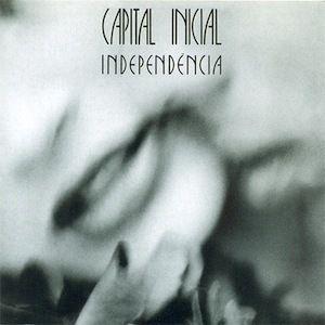 Le problème avec les musiciens de Capital Inicial est qu'ils sont capables du meilleur comme du pire au sein d'un même album. Independencia (1987) obéit de la même logique que leur précédent album Capital Inicial (1986) qui puissait allégrement ses sources...