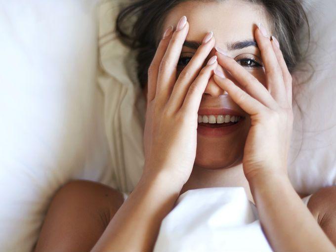 10 mentiras sobre el sexo que nos creemos cuando somos adolescentes. Cuando somos adolescentes virginales todo lo que sabemos del sexo viene de lo que nos cuentan los amigos, lo que nos dicen nuestros papás, lo que vemos en la tele y lo que nos llegan a platicar en la escuela. Pero como nuestra fuente de información más importante es el internet (y Yahoo Respuestas, aparentemente) llegamos a tener ideas muy equivocadas de cómo funciona esto de tener una vida sexual. Estos son algunas de las…