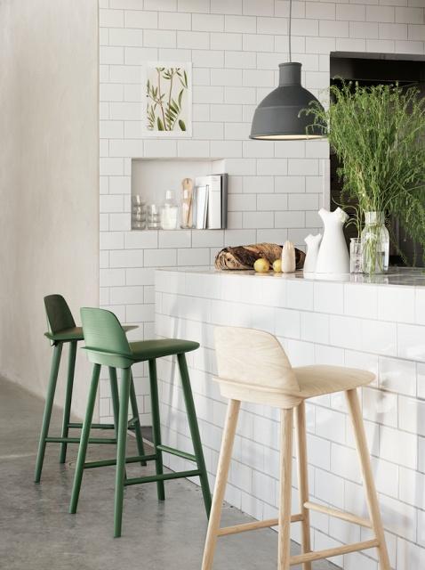 Comptoir tout en céramique, ajouter portes armoire ancien bar des parent à la place des chaises côté dînette.