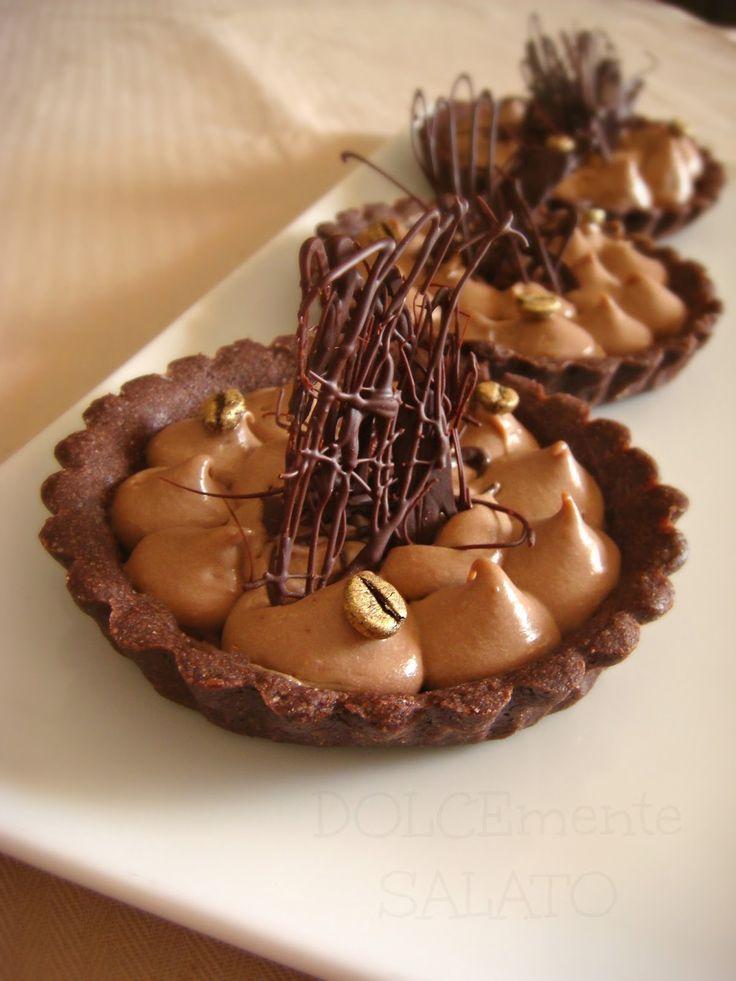 Se una buonissima frolla al cacao incontra una namelaka super cremosa e profumata allora la merenda diventa 10 e lode. La frolla è isp...