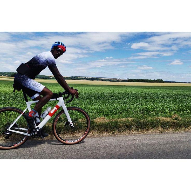 All new everything - bike - kit day  Pic by @rohands  #3T #exploro  #shimano #duraace #R9100 #Tune #ZTR #WTB #47c #enve #Irideenve #arundel #selleitalia #slr #TRP #Parischillracing #catznshit #crozatiercitygang #icicestparis #dehorscestgratuit #funbetweenthelegs #indulgeyourself #semettrebien  #esthète #dandy #ridewithstyle #disco #getdown #nwa