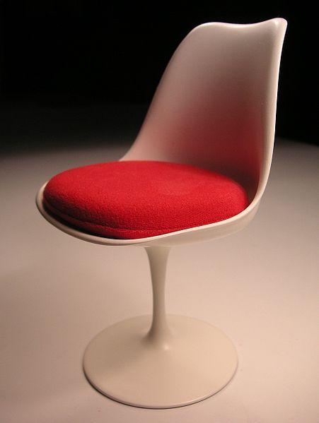 Tulip chair (designed 1955–56) by Eero Saarinen. Saarinen Tulpanstolen.