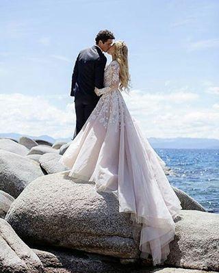#gelinlik #dress #düğün #gelin #damat #wedding #white #güpür #duvak #gelinbuketi #nişan #kına #payet #inci #boncuk #like4like #nikah #düğünpastası #davet #instagram #damatlık #flower #çiçek #gelinbaşı #dugunfotografcisi #photography #photographyislifee #konsept #nature#organizasyon