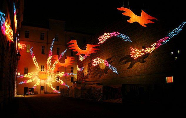 Luci d'Artista è una manifestazione artistico-culturale durante la quale la città di Torino viene illuminata con vere e proprie opere d'arte...