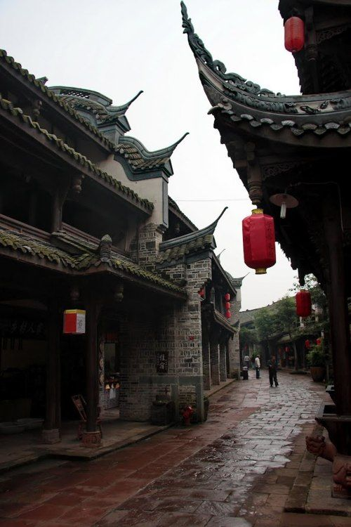 Huanglongxi, Chengdu http://fanaticismworld.tumblr.com/post/22379153187/manolescent-huanglongxi-historic-chinese-town