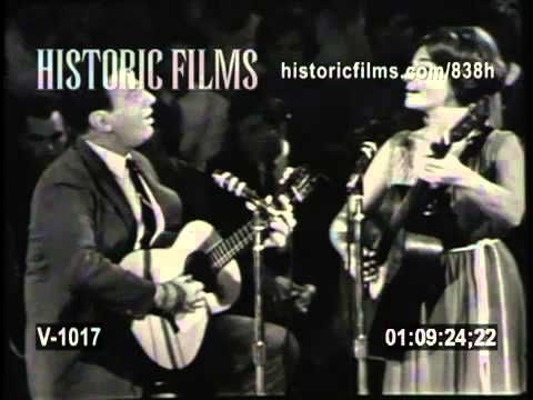 JUDY COLLINS & THEODORE BIKEL - Kisses Sweater Than Wine 1963 from HOOTE...